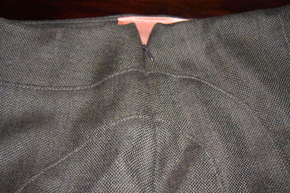V8543 Vogue Skirt seam matching